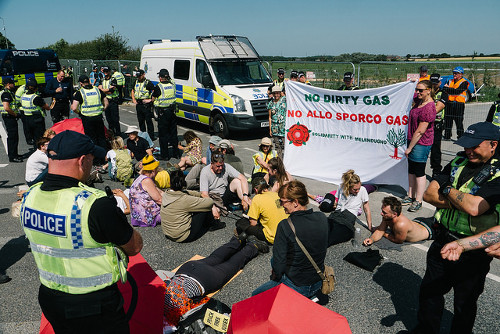 Activists Block Lancashire Fracking Site in Support of Italian Pipeline Struggle